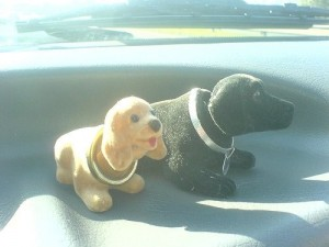 draft_lens2307683module12793873photo_1227804845nodding_dogs_in_car
